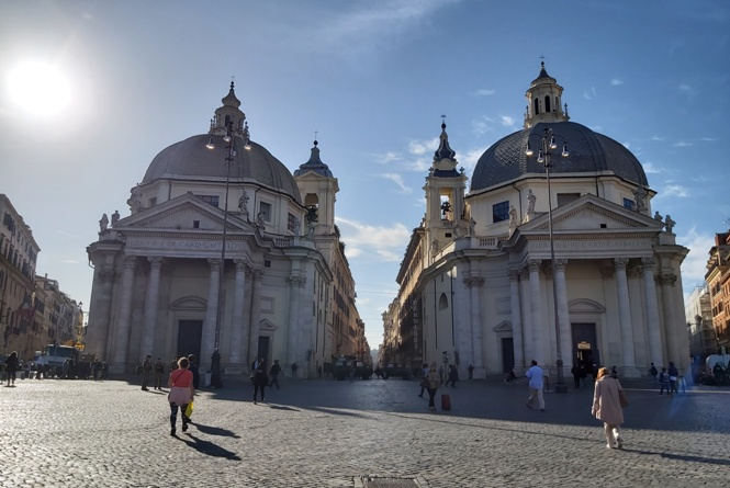 Kościoły na Piazza del Popplo