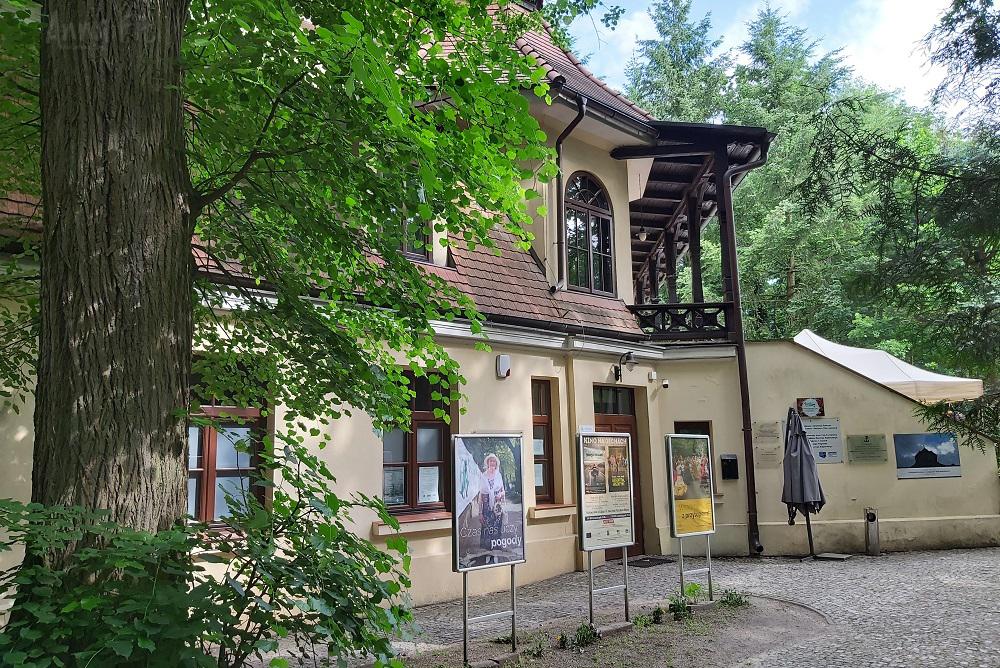 Podkowa Leśna - Pałacyk Kasyno